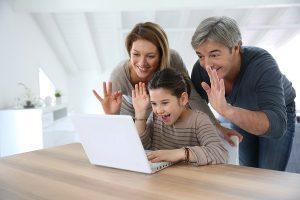 Communiquer avec la famille grâce à un ordinateur
